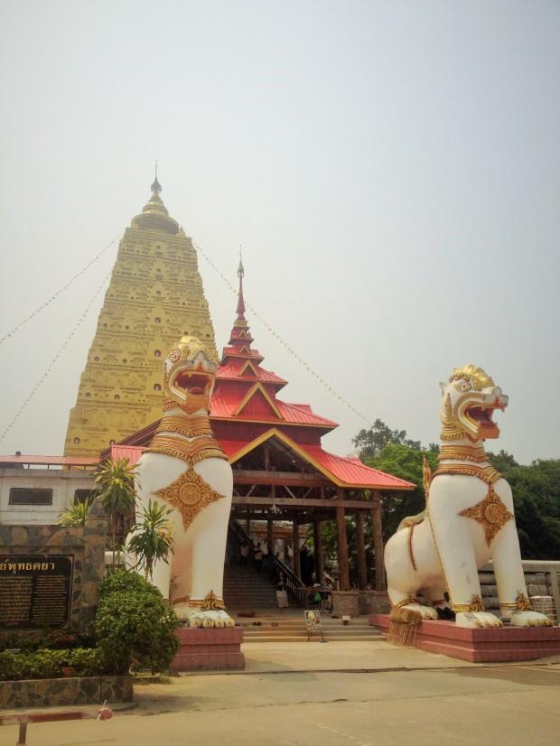 golden pagoda sangkhlaburi