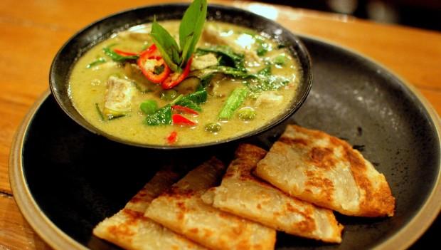 Thai_green_curry_and_roti
