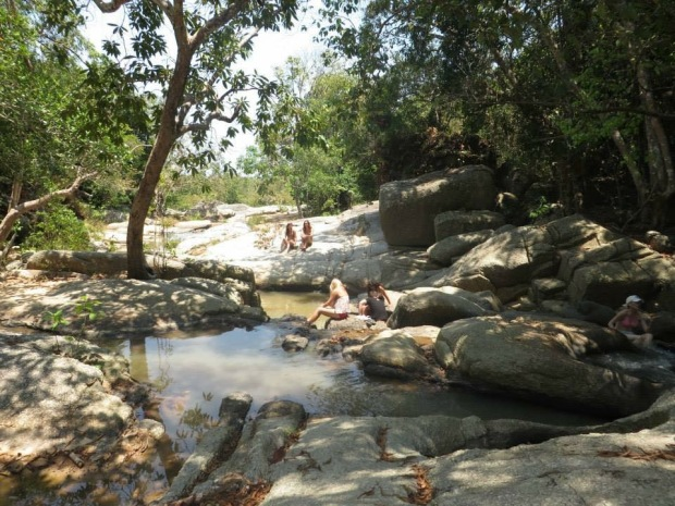 Koh_phangan_waterfalls