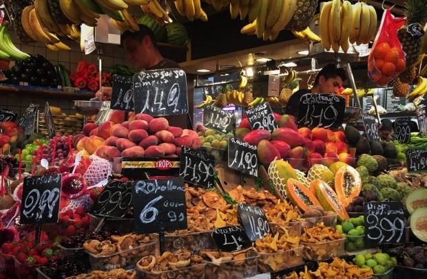 barcelona fruit market stand