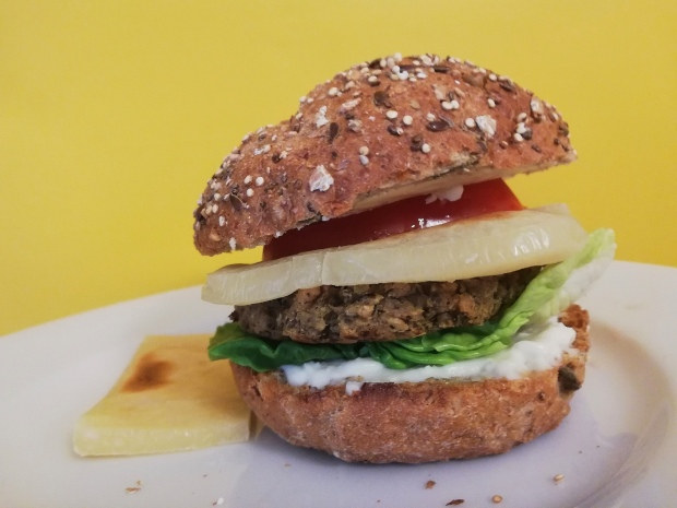 Nutree_life_italian_burger_vegan_violife_seeded_bun