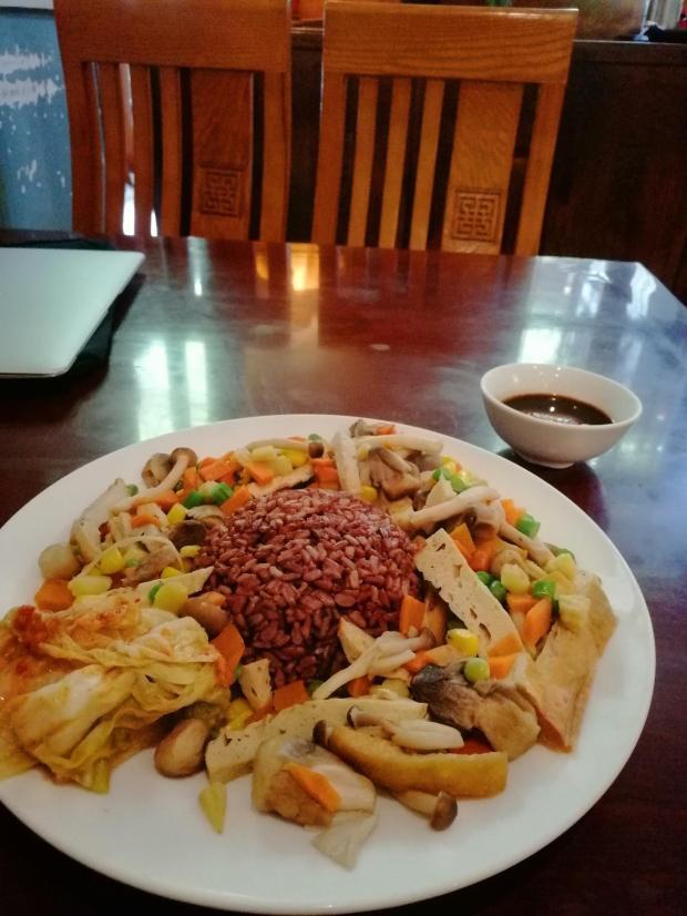 Cơm trộn Bông Súng or brown rice plate